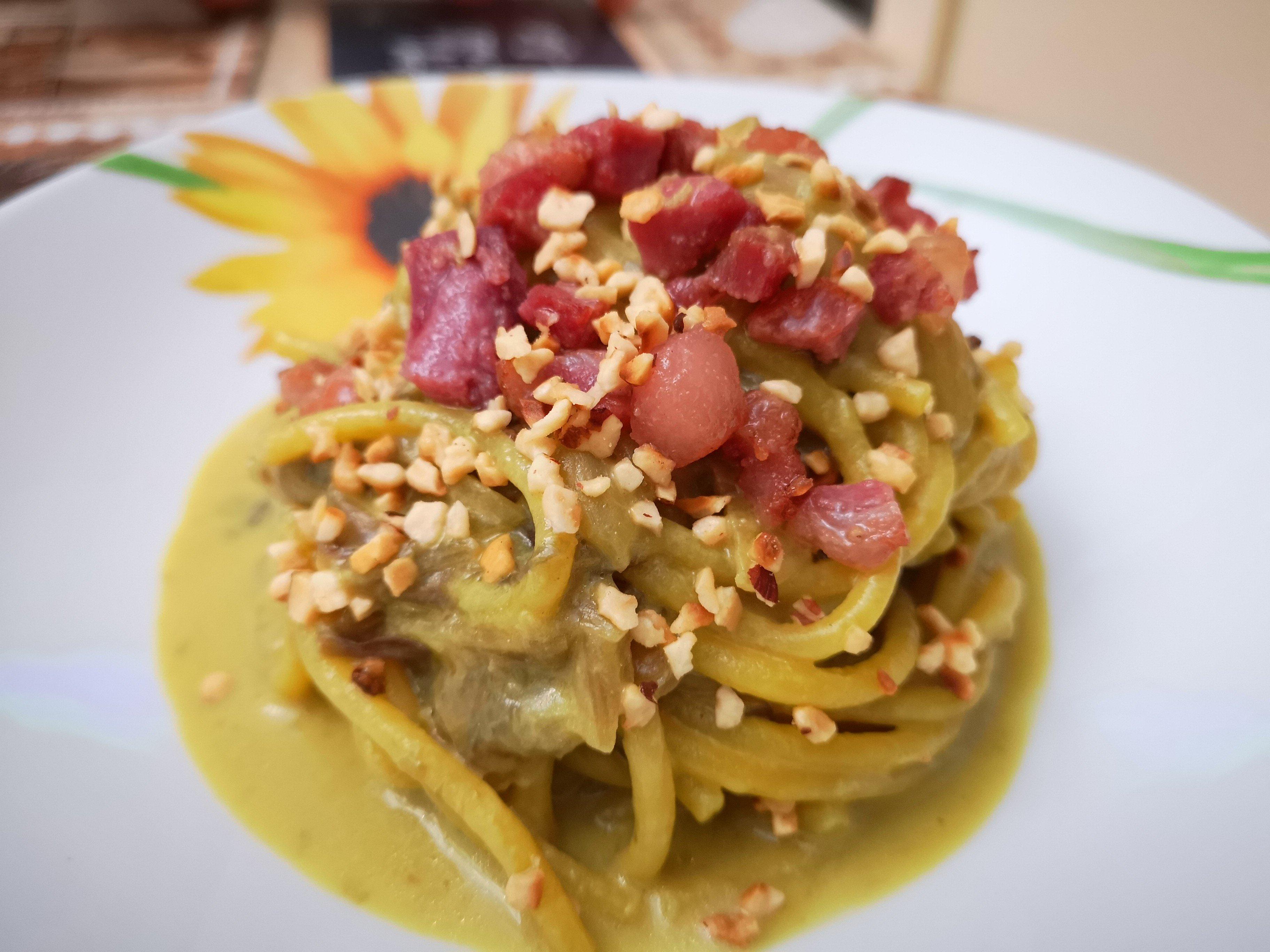 Bigoli radicchio, pancetta e nocciole
