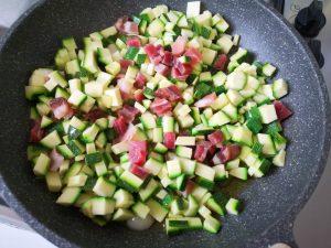 Tagliolini all'uovo con zucchine e speck