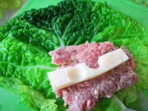 Involtini di verza con carne e provola